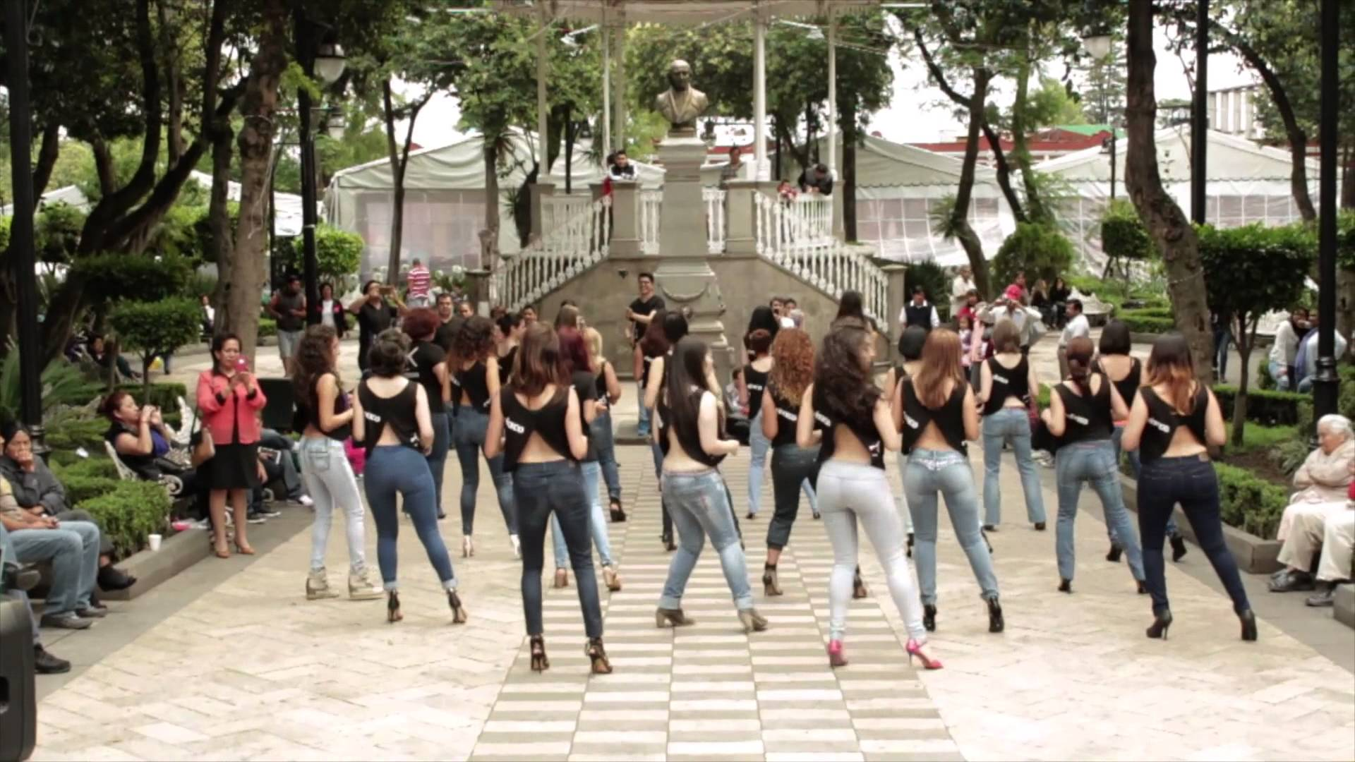 Lucero, Eli y Kizomba Women en el International Kizomba Flashmob Mexico (Lady Style) Official Video